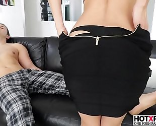 Sexy mommy alexis fawx gives priceless blow job