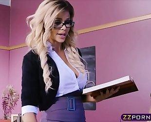 Lucky stud copulates his favourite porn star jessa rhodes