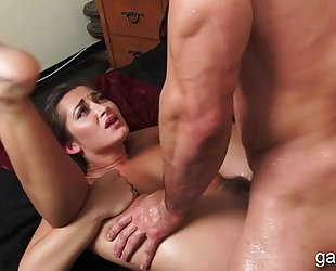 Brunette non-professional taught the ways of sex oral-sex