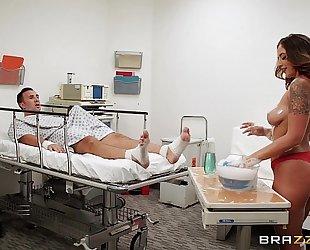 Brazzers.com - layla london gives a sponge washroom
