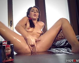 Surprised 1st time squirter gushes