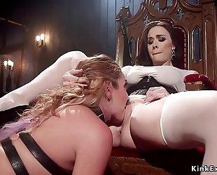 Mistress whips hawt butt to dark brown serf