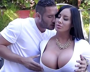 Porn outdoor with gorgeous curvy slutty wife and her youthful neighbour