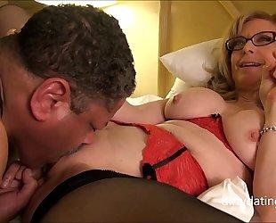 Nina hartley meets dapperdan at exxxotica gives intimate cuntlick lesson hd