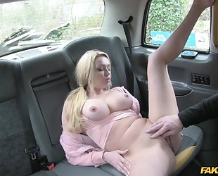Bosomed blonde woman pays taxi driver with her wet snatch