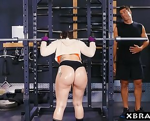 Big butt gym hottie mandy muse anal screwed after squats